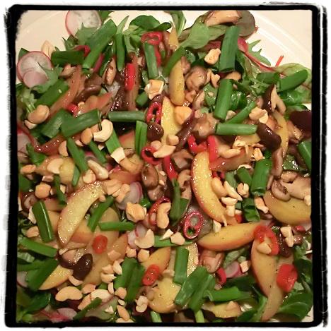 Salaatti aasia twistillä