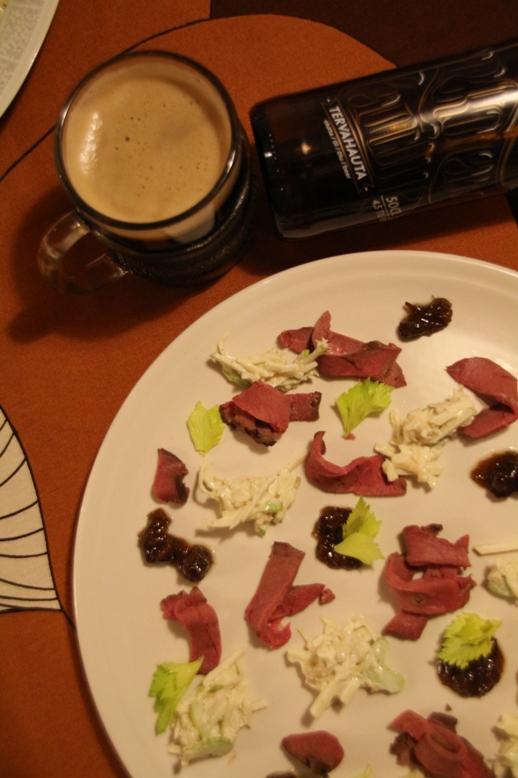 Routapaistia, Munkintie-pekonihilloketta ja Waldorfinsalaattia