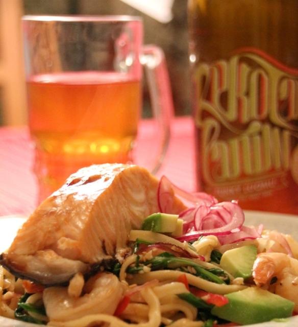 Teriyaki lohta, nuudeleita ja Funky Luomu -olutta